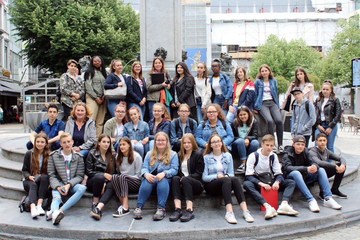 9 Fs- und 10 Fs-Kurse auf Exkursion nach Liège