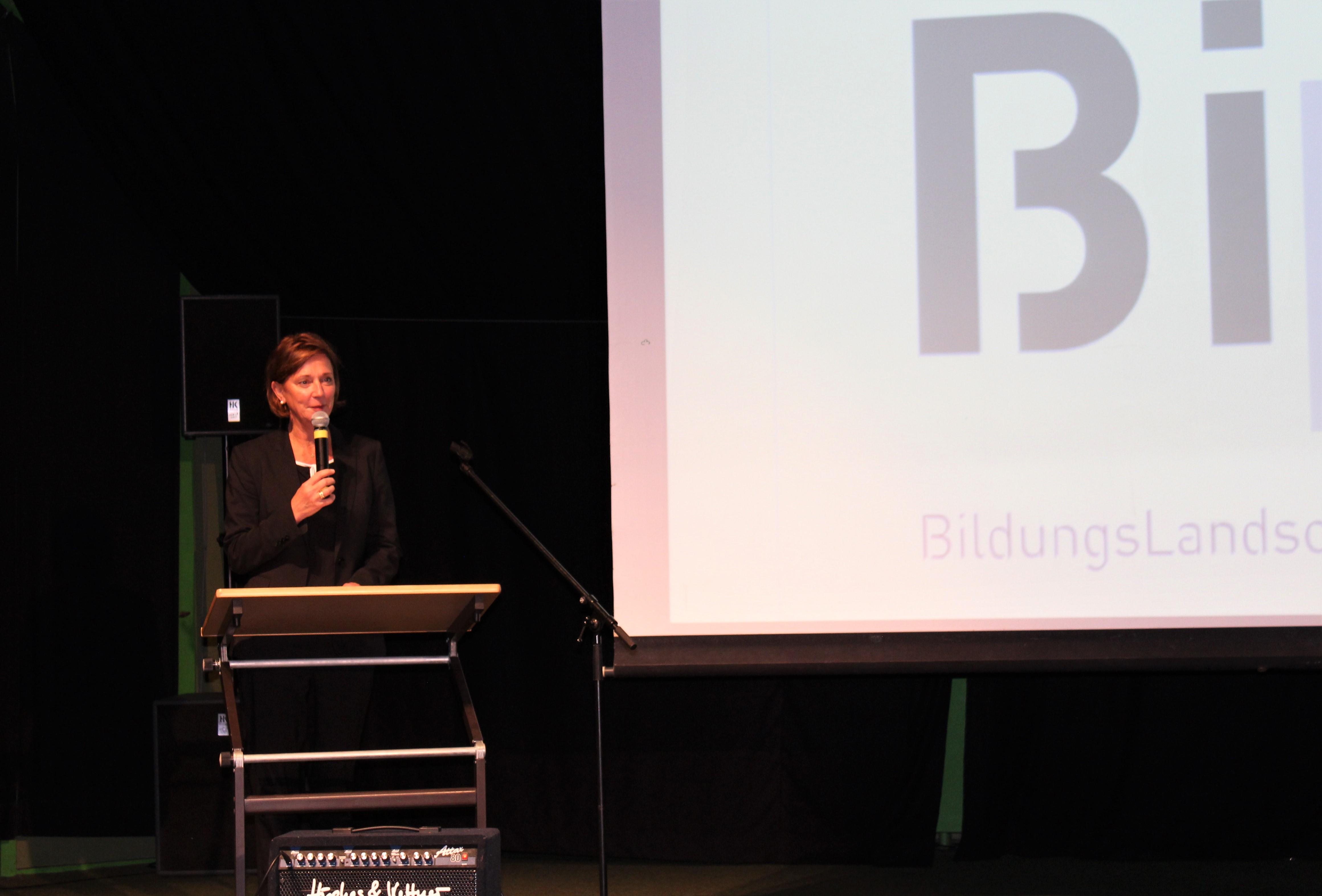 Frau Ministerin Gebauer besucht die Bildungslandschaft Lennep BILL !
