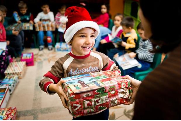 """Die Klasse 10a der Albert-Schweitzer-Realschule unterstützt die Aktion """"Weihnachten im Schuhkarton"""" der Remscheider Tafel. Auch Eure / Ihre Mithilfe ist mehr als willkommen!!"""